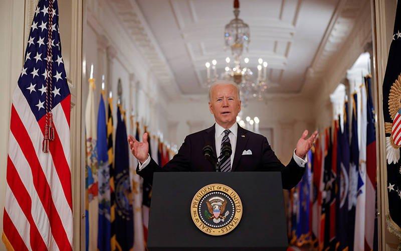 El presidente Joe Biden pronuncia su primer discurso desde la Casa Blanca en Washington el 11 de marzo de 2021, lo que marca un a–o desde que la Organizaci—n Mundial de la Salud declar— al coronavirus una pandemia y el primer aniversario de cierres generalizados para detener la propagaci—n del virus. (Foto CNS por Tom Brenner/Reuters)