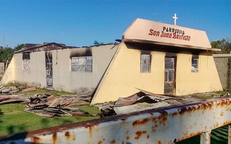Un incendio destruyó la iglesia de San Juan Bautista en el pueblo Don Juan de la República Dominicana el 17 de enero.