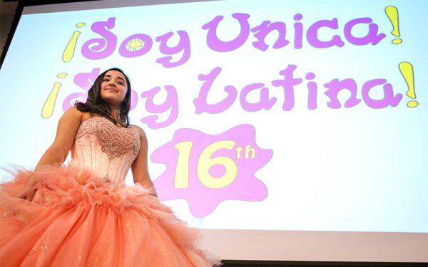 """Dezmarie Martínez, de 15 años, exhibe el vestido que usó para su quinceañero durante el 16° aniversario de la reunión """"¡Soy Única! ¡Soy Latina!"""" el 28 de abril en Monroe Community College."""