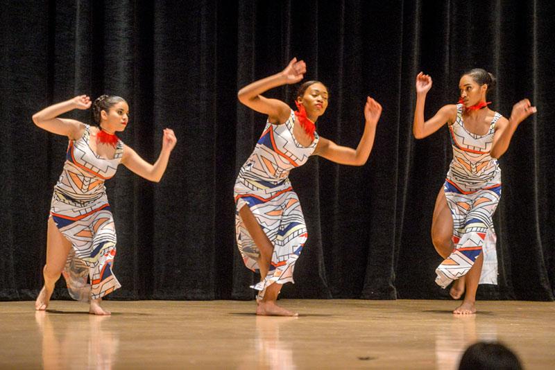 Borinquen Dance Theatre celebró su 38o aniversario con una actuación comunitaria el 27 de abril en la Escuela Hochstein en Rochester.
