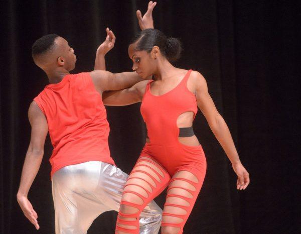 """Shawndel Lewis baila una danza titulada """"Presión""""."""